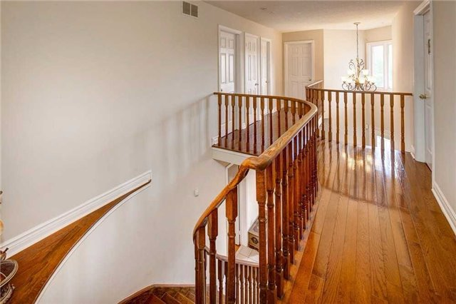 Detached at 943 Ceremonial Dr, Mississauga, Ontario. Image 5