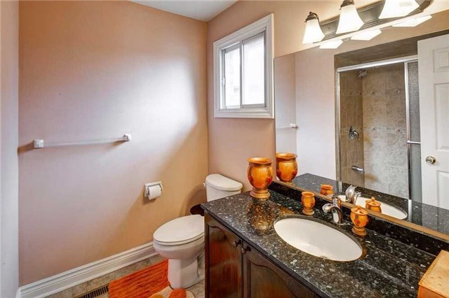 Detached at 943 Ceremonial Dr, Mississauga, Ontario. Image 13
