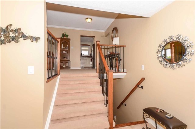 Detached at 399 Kingsview Dr, Caledon, Ontario. Image 15