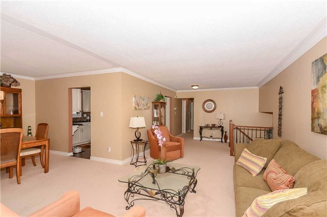 Detached at 399 Kingsview Dr, Caledon, Ontario. Image 16