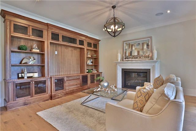 Detached at 268 Eastcourt Rd, Oakville, Ontario. Image 3