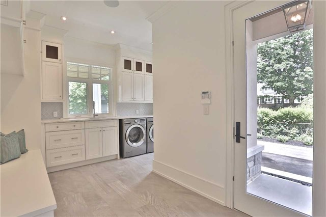 Detached at 268 Eastcourt Rd, Oakville, Ontario. Image 4