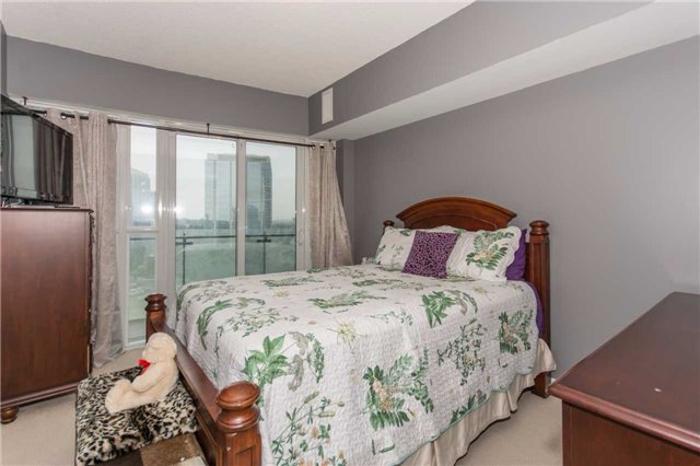 Condo Apartment at 50 Absolute Ave, Unit 901, Mississauga, Ontario. Image 6