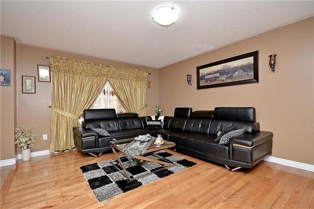 Detached at 253 Giddings Cres, Milton, Ontario. Image 16