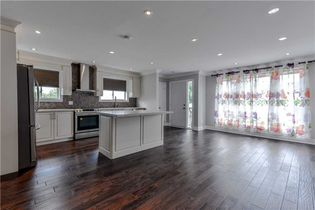 Semi-detached at 2349 Whaley Dr, Mississauga, Ontario. Image 9