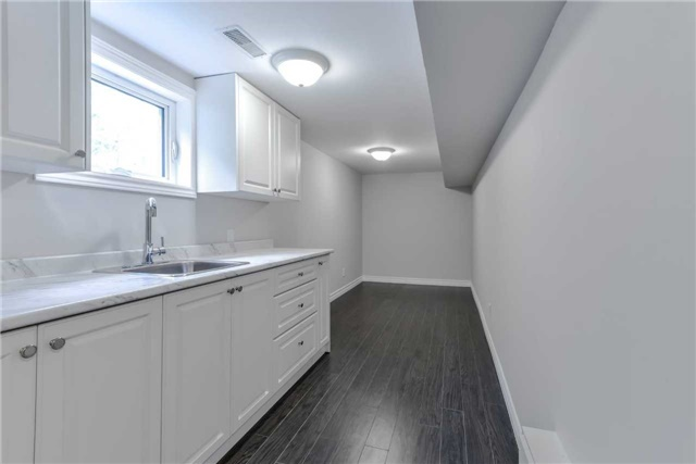 Semi-detached at 2349 Whaley Dr, Mississauga, Ontario. Image 2