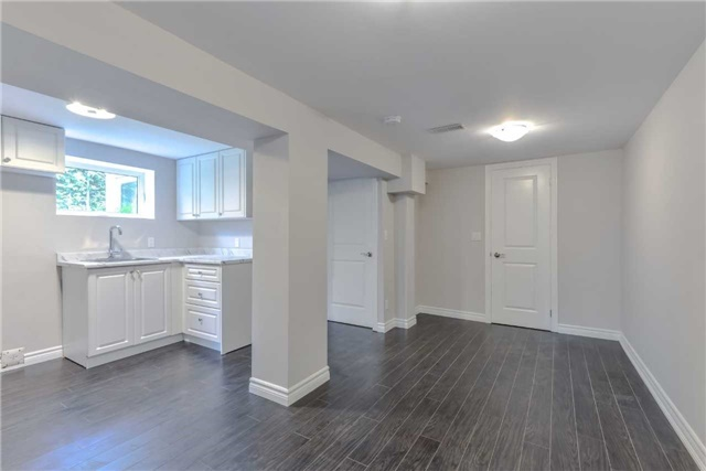 Semi-detached at 2349 Whaley Dr, Mississauga, Ontario. Image 3