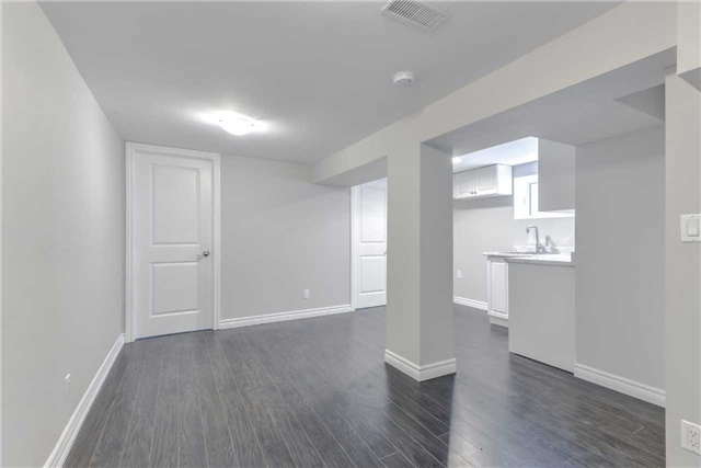 Semi-detached at 2349 Whaley Dr, Mississauga, Ontario. Image 4