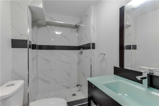 Semi-detached at 2349 Whaley Dr, Mississauga, Ontario. Image 5