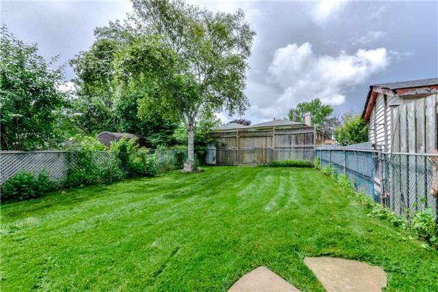 Semi-detached at 2349 Whaley Dr, Mississauga, Ontario. Image 6