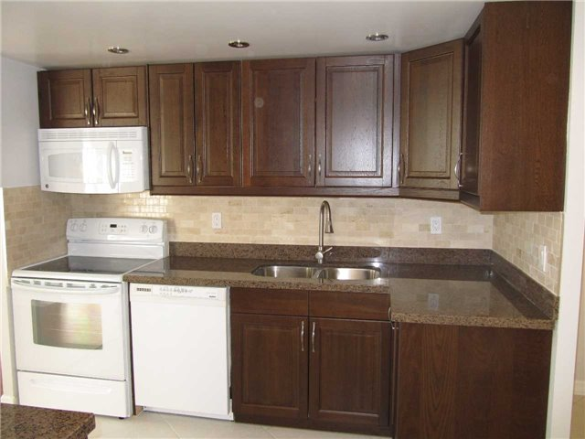 Condo Apartment at 155 Hillcrest Ave, Unit 1712, Mississauga, Ontario. Image 2