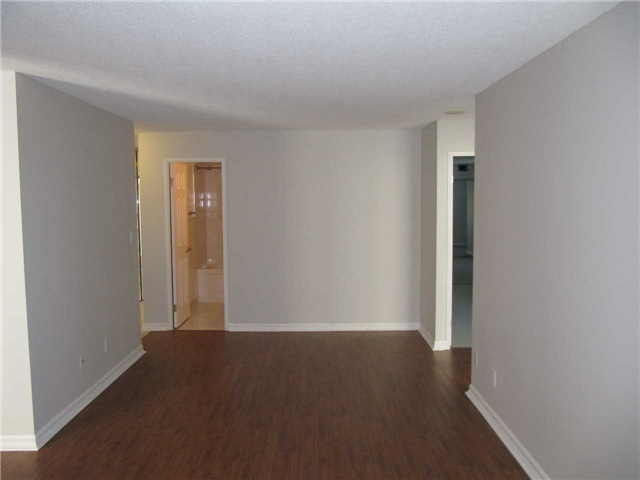 Condo Apartment at 155 Hillcrest Ave, Unit 1712, Mississauga, Ontario. Image 5