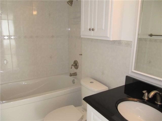 Condo Apartment at 155 Hillcrest Ave, Unit 1712, Mississauga, Ontario. Image 7