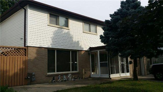 Detached at 32 Watson Cres, Brampton, Ontario. Image 11