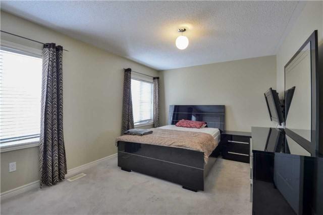 Detached at 67 Donwoods Crt, Brampton, Ontario. Image 9