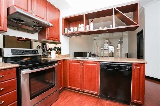 Condo Apartment at 4090 Living Arts Dr, Unit 312, Mississauga, Ontario. Image 18