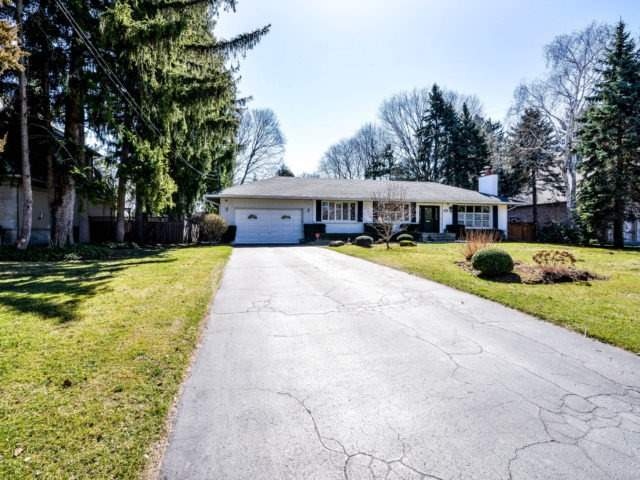 Detached at 200 Glenview Dr, Mississauga, Ontario. Image 1