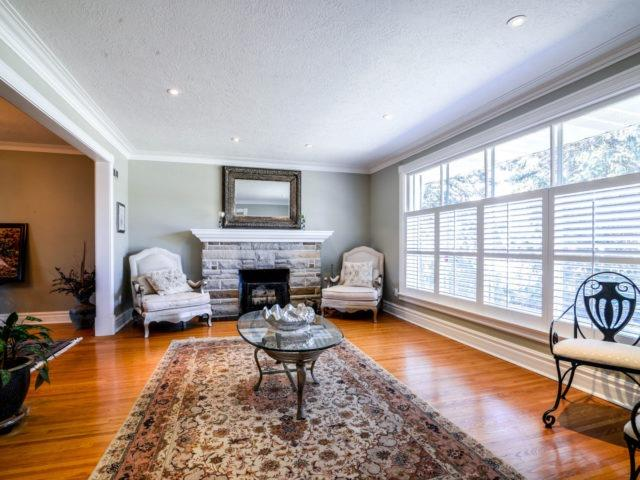 Detached at 200 Glenview Dr, Mississauga, Ontario. Image 14