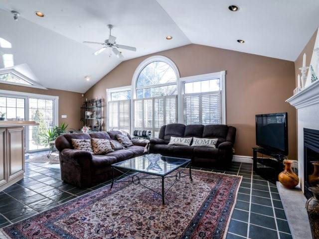 Detached at 200 Glenview Dr, Mississauga, Ontario. Image 16
