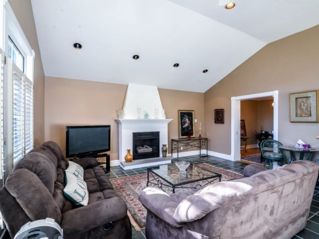 Detached at 200 Glenview Dr, Mississauga, Ontario. Image 17