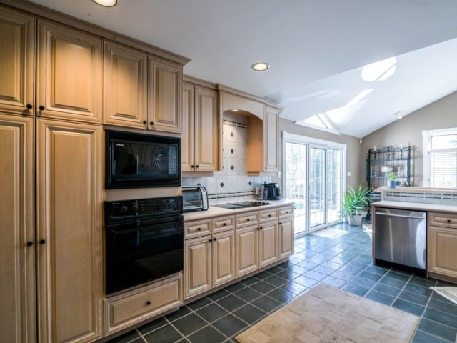 Detached at 200 Glenview Dr, Mississauga, Ontario. Image 20