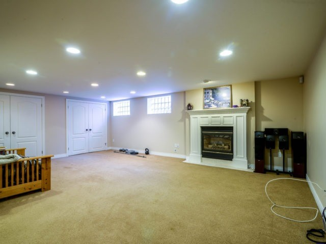 Detached at 200 Glenview Dr, Mississauga, Ontario. Image 8