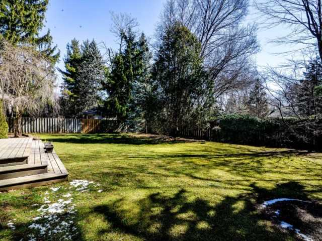 Detached at 200 Glenview Dr, Mississauga, Ontario. Image 13
