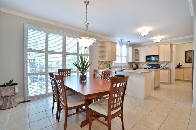Detached at 2368 Gooseberry Way, Oakville, Ontario. Image 15