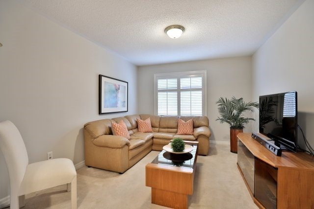 Detached at 2368 Gooseberry Way, Oakville, Ontario. Image 3