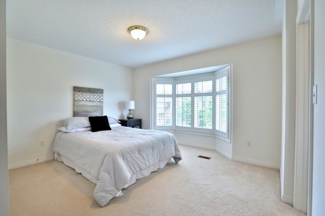 Detached at 2368 Gooseberry Way, Oakville, Ontario. Image 4