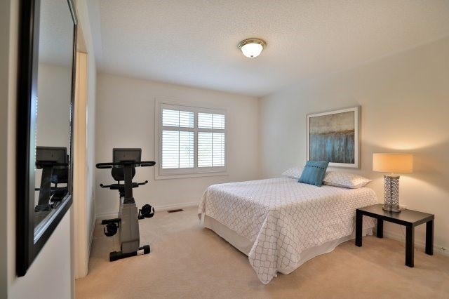 Detached at 2368 Gooseberry Way, Oakville, Ontario. Image 6