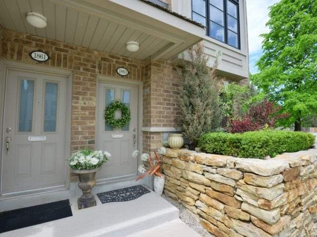 Semi-detached at 1863 Pagehurst Ave, Mississauga, Ontario. Image 12