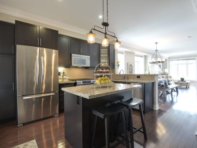 Semi-detached at 1863 Pagehurst Ave, Mississauga, Ontario. Image 15
