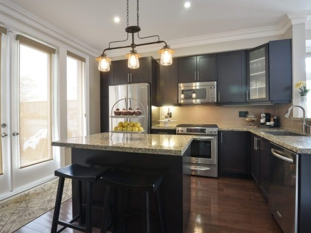 Semi-detached at 1863 Pagehurst Ave, Mississauga, Ontario. Image 16