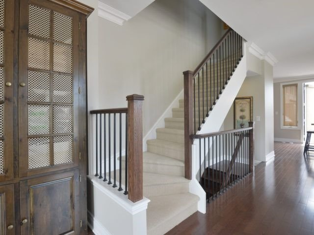 Semi-detached at 1863 Pagehurst Ave, Mississauga, Ontario. Image 3