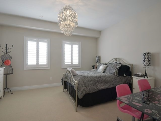 Semi-detached at 1863 Pagehurst Ave, Mississauga, Ontario. Image 4