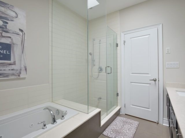 Semi-detached at 1863 Pagehurst Ave, Mississauga, Ontario. Image 11