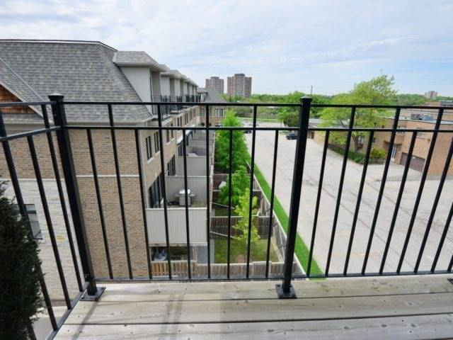 Semi-detached at 1863 Pagehurst Ave, Mississauga, Ontario. Image 13
