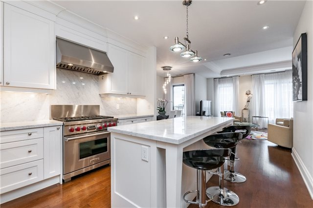 Condo Apartment at 111 Forsythe St, Unit 1003, Oakville, Ontario. Image 8