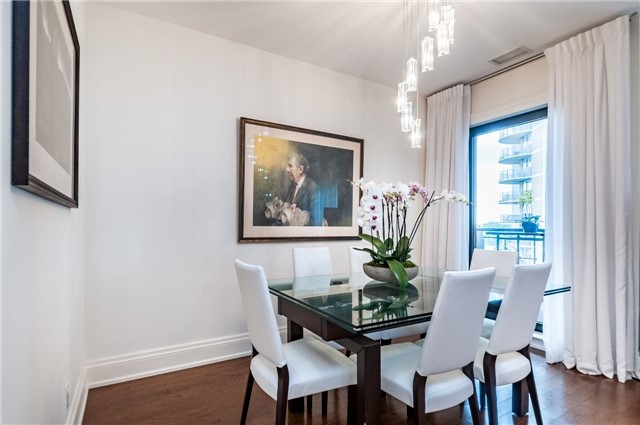 Condo Apartment at 111 Forsythe St, Unit 1003, Oakville, Ontario. Image 10