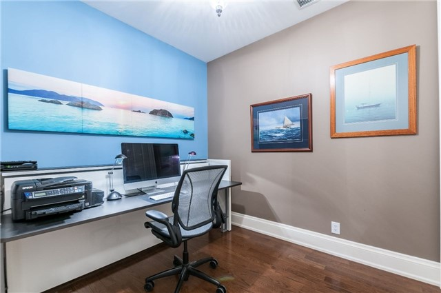 Condo Apartment at 111 Forsythe St, Unit 1003, Oakville, Ontario. Image 11