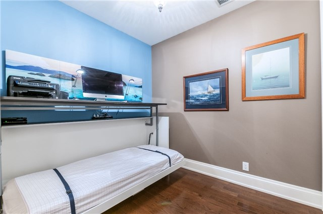 Condo Apartment at 111 Forsythe St, Unit 1003, Oakville, Ontario. Image 12