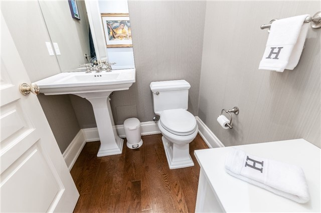 Condo Apartment at 111 Forsythe St, Unit 1003, Oakville, Ontario. Image 3