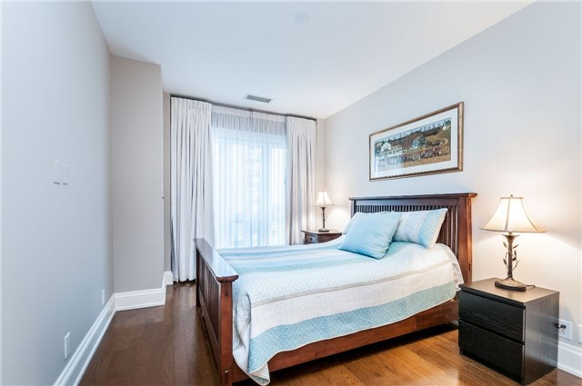 Condo Apartment at 111 Forsythe St, Unit 1003, Oakville, Ontario. Image 5