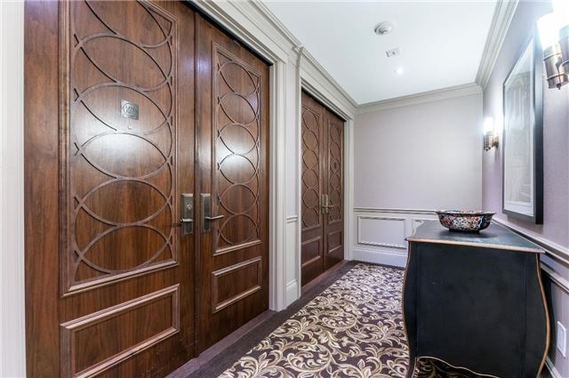 Condo Apartment at 111 Forsythe St, Unit 1003, Oakville, Ontario. Image 6