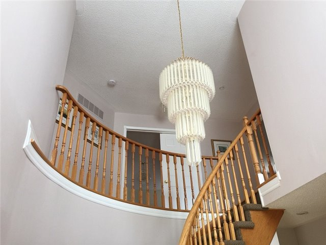 Detached at 1329 Clearview Dr, Oakville, Ontario. Image 4