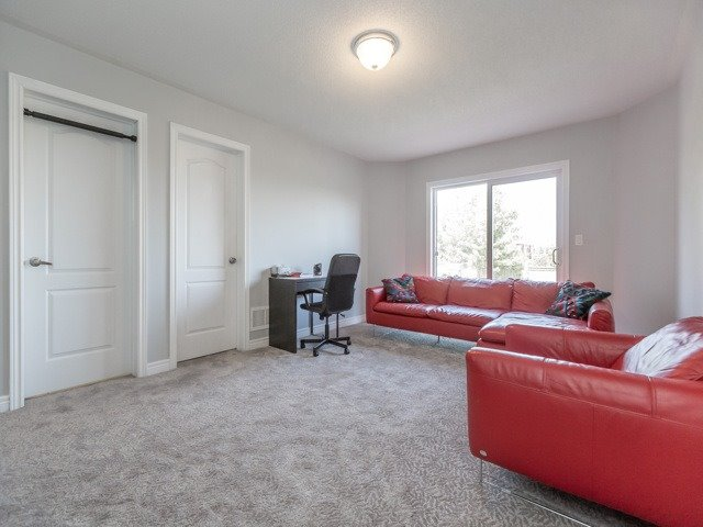 Detached at 3045 Mission Hill Dr, Mississauga, Ontario. Image 6