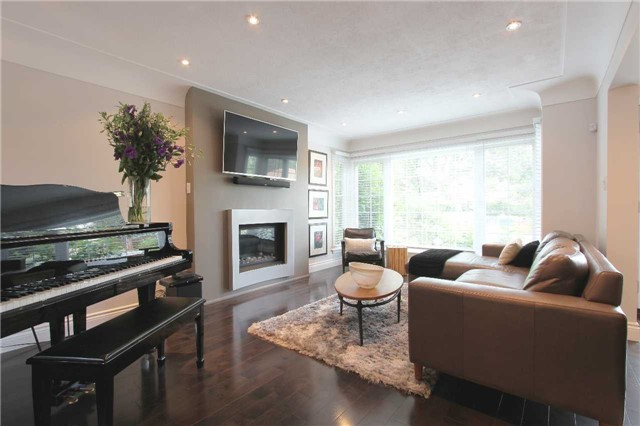 Detached at 976 Filmandale Rd, Burlington, Ontario. Image 11