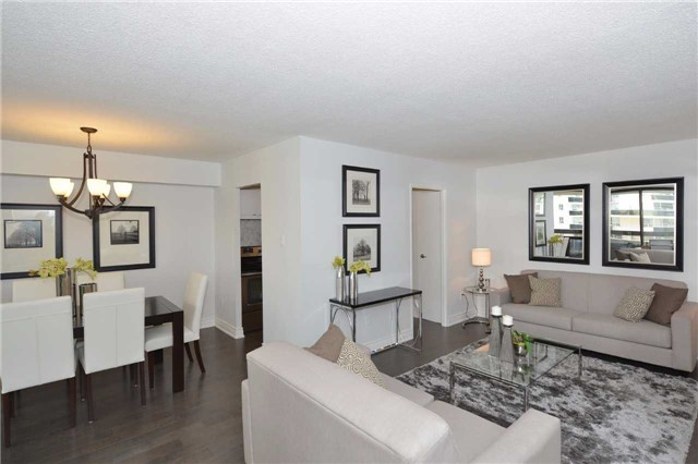 Condo Apartment at 100 Quebec Ave, Unit 605, Toronto, Ontario. Image 14