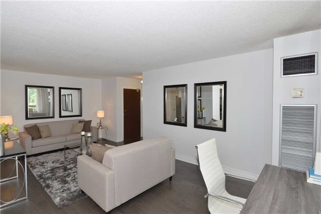 Condo Apartment at 100 Quebec Ave, Unit 605, Toronto, Ontario. Image 15